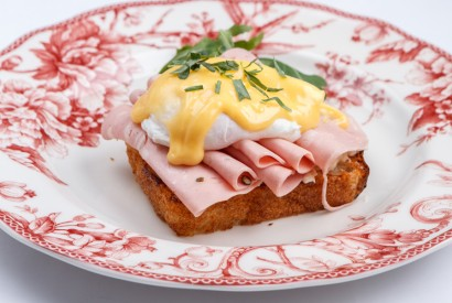 Egg benedict with mortadella