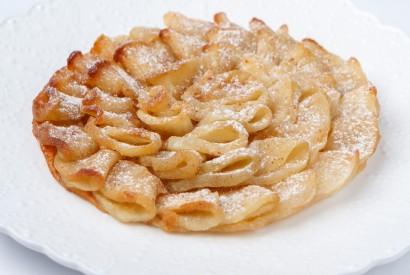 Тонкий яблочный пирог с мороженым
