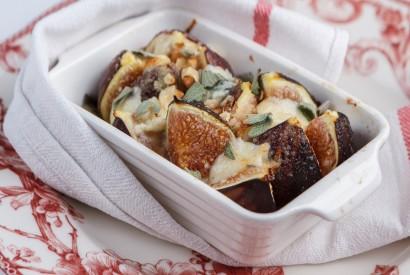 Запечённые фиги с козьим сыром и шалфеем